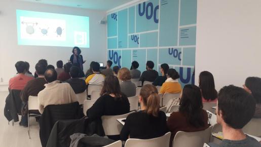 Los profesionales formados en la UOC finalizan los estudios equipados con criterios conceptuales y metodológicos para desarrollar su trabajo críticamente y con ideas innovadoras.