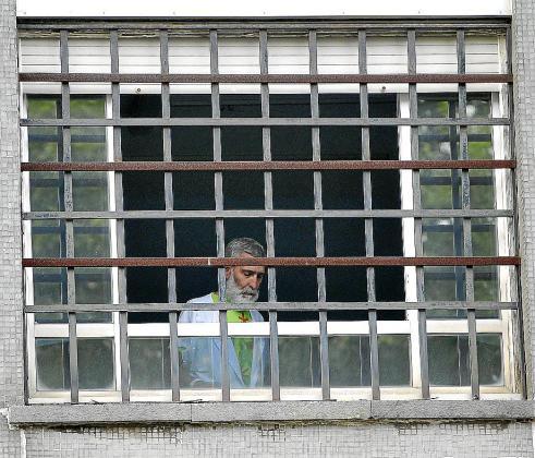 El preso de ETA enfermo de cáncer Iosu Uribetxebarria, en su habitación del hospital.