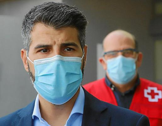 El presidente del IMAS con el director médico de Creu Roja.