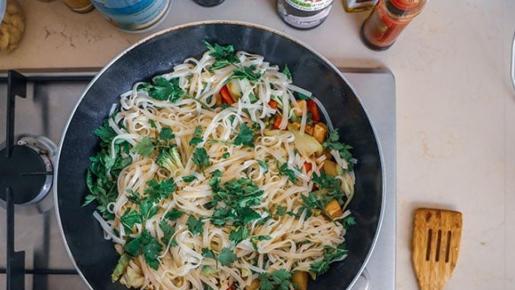 Este alimento, conocido como fideos, 'noodles' o pasta sin calorías, se está empezando a poner de moda en España, sobre todo, en dietas para adelgazar.