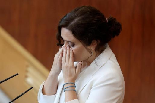 La oposición recrudece sus críticas contra la gestión de la presidenta de Madrid. Imagen de su intervención en la segunda sesión del debate sobre el estado de la región en la Asamblea de Madrid.