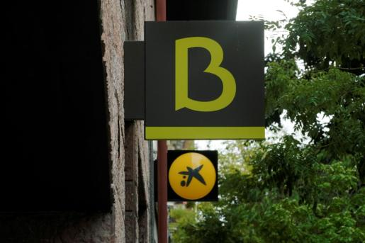 And logo of Bankia and Caixabank are seen during the coronavirus disease (COVID-19) outbreak in Madrid, Spain, September 18, 2020. REUTERS/Juan Medina CAIXABANK-M&A/BANKIA
