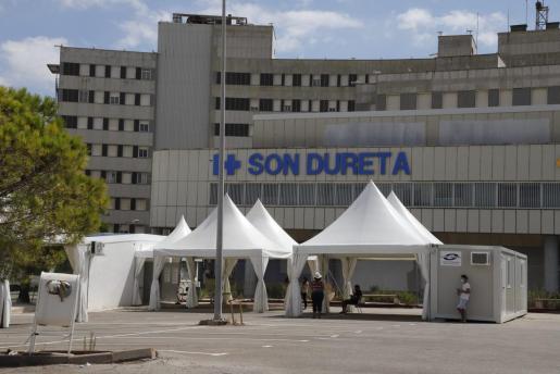 Carpas en Son Dureta donde se llevan a cabo pruebas diagnósticas de coronavirus.
