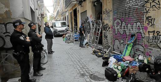 Desalojo judicial de un grupo de okupas de un edificio del centro de Palma.