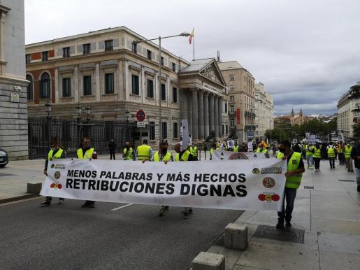 Imagen de la primera manifestación de militares en la democracia.