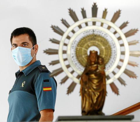 El oficial en la Comandancia de Palma.