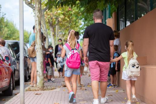 El PSIB pretende evitar aglomeraciones en las entradas de los colegios.