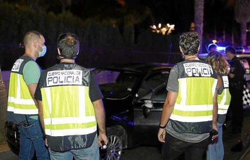 Agentes del Cuerpo Nacional de Policía practicaron la detención de los dos acusados.