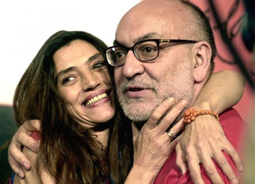 El mundo de la escena ha reaccionado a la pérdida del director con pesar. En la imagen, el difunto junto a la actriz Ángela Molina.