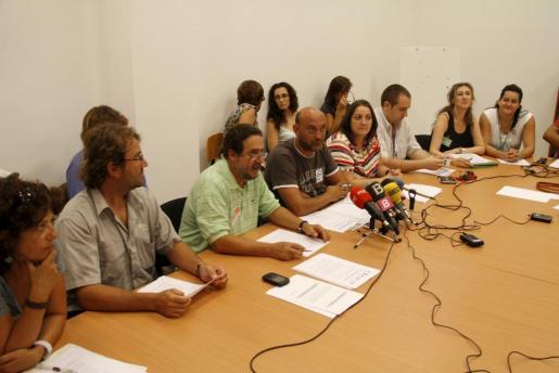 Los representantes de los sindicatos han ofrecido una rueda de prensa esta mañana.