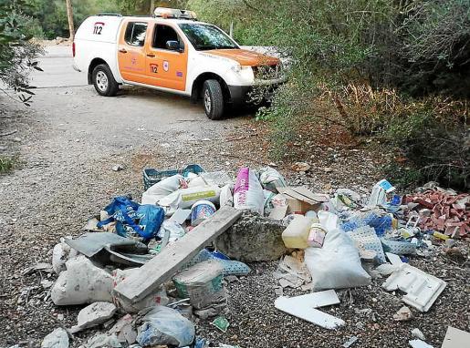 Imagen de uno de los vertidos incontrolados del municipio.
