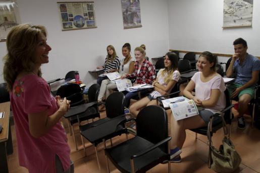 Desde el Estudi General Lul·lià no hay reproches hacia la Escola Oficial d'Idiomes como responsable directa de la casi nula matriculación en la primera institución. Se ha asumido como un proceso natural con un final inevitable.