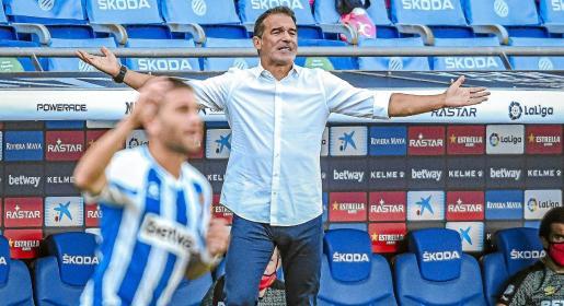 El entrenador del Mallorca, Luis García Plaza, durante el encuentro ante el Espanyol.