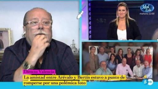 «Se puede ser un hombre de verdad y ser gay. También son hombres de verdad», le contestó Carlota Corredera.