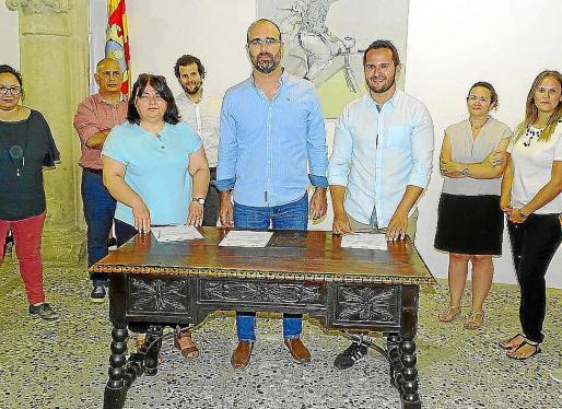Imagen del día en que Més, PI y PSOE firmaron el pacto de gobierno.