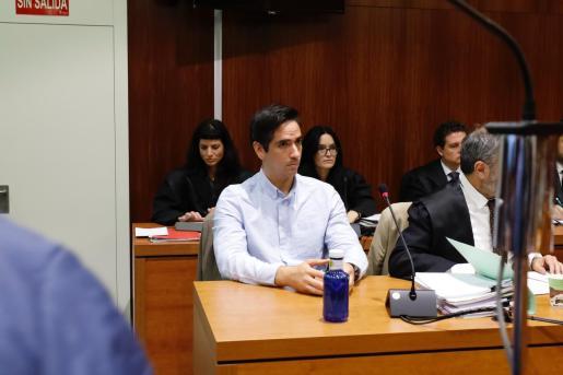 El acusado por el 'crimen de los tirantes', Rodrigo Lanza, en el que murió Víctor Laínez en diciembre de 2017, durante el jucio en Zaragoza.