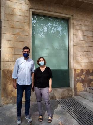 El teniente de alcalde de Cultura y Bienestar Social, Antoni Noguera, y la coordinadora general de Bienestar Social, Catalina Trobat.