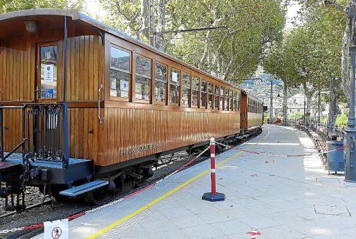 El tren a su llegada a la estación de Sóller, después de las pruebas.