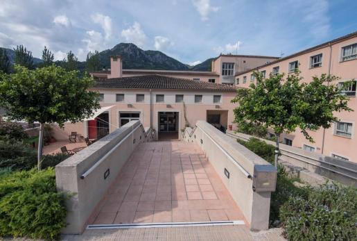 Vista de la fachada de la residencia privada de mayores Bell Entorn de Sóller.