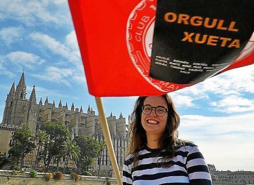 Bandera en la que se puede leer el lema 'Orgull xueta'.