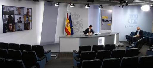 Salvador Illa, durante la rueda de prensa en la que ha puesto de manifiesto el desacuerdo del Gobierno con las medidas adoptadas desde la Comunidad de Madrid.