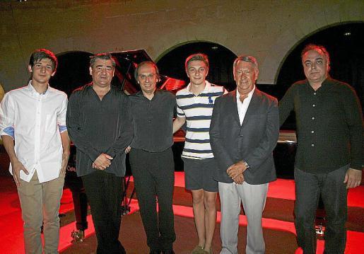 Toni Estelrich, Miguel Estelrich, Smerald Spahiu, Erlis Spahiu, Gori Marcus y Vicenç Balaguer, antes de dar comienzo el concierto de Bellver.