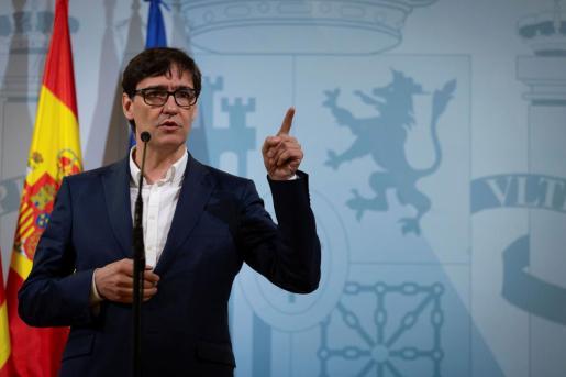 El ministro de Sanidad, Salvador Illa, durante una rueda de prensa, este sábado, en Barcelona.
