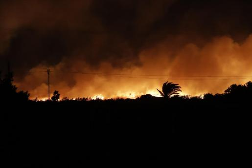 Imagen del incendio tomada este viernes.
