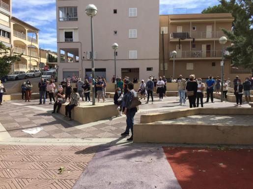 Vecinos y padres de niños del colegio protesta por el hotel COVID del Arenal.