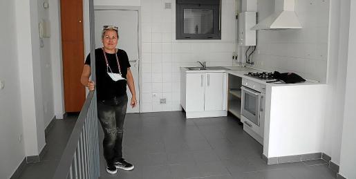 Dos nuevos pisos. La edil Sonia Vivas mostró uno de los dos nuevos pisos cedidos por el IB-Dona, que deben ser amueblados antes de que puedan acoger a mujeres y sus hijos.