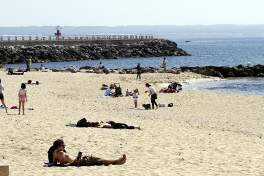 El buen tiempo permitirá ir a la playa.