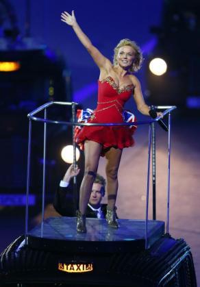La cantante británica Geri Halliwell del grupo Spice Girls durante la ceremonia de Clausura de los Juegos Olímpicos de Londres 2012.