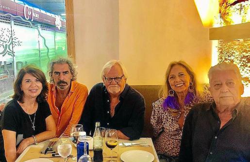 Concha Calvo con Pepe Oliver, Pere Colom, Rafael Colomar y Nina Iglesias.
