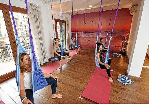 La práctica del yoga aéreo se inicia a partir de las 12 semanas de gestación.