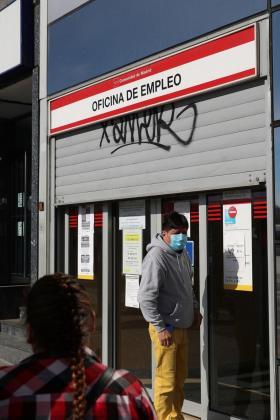 El coronavirus ha provocado una destrucción de empleo y se han reducido los ingresos de la Seguridad Social.