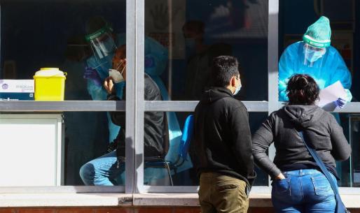 Personal médico en un centro de atención primaria en Madrid.