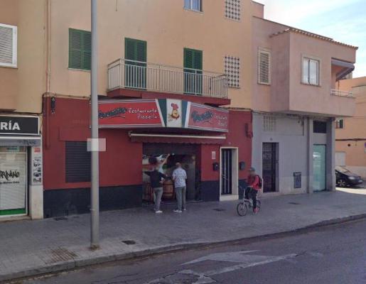 La pizzería está en la calle Aragón.