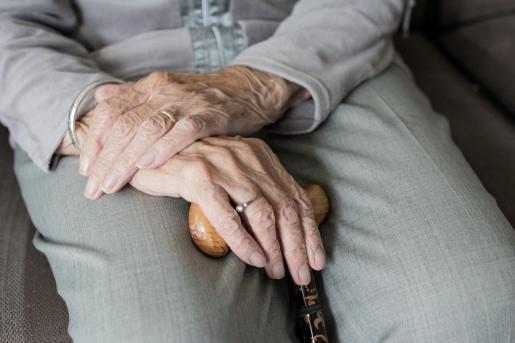 Muchos mayores viven solos.