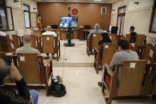 Los acusados siguieron las cuestiones previas del juicio a través de una televisión en la Sección Segunda de la Audiencia de Palma.