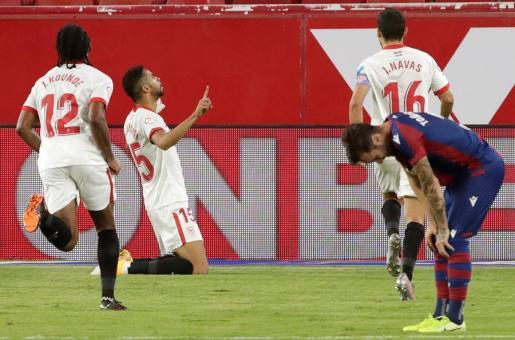 El delantero marroquí Youssef En-Nesyri celebra su gol ante el Levante.