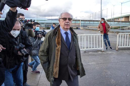 El ex director gerente del Fondo Monetario Internacional Rodrigo Rato saliendo de prisión.