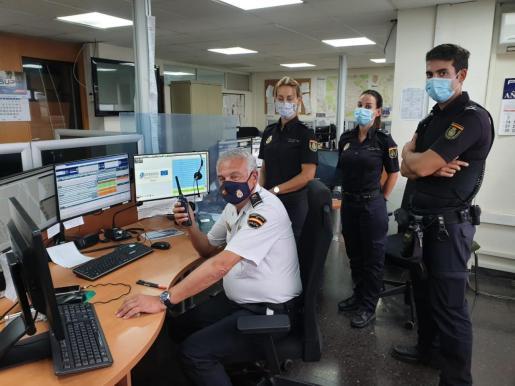 Gonzalo Espino, dirigiéndose a todos sus policías a través de la radio del 091.