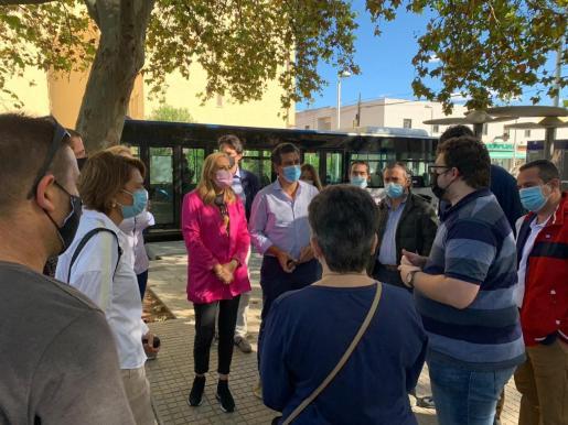 Company ha visitado el barrio de Son Roca de Palma para denunciar «la grave problemática que supone la okupación ilegal de inmuebles».
