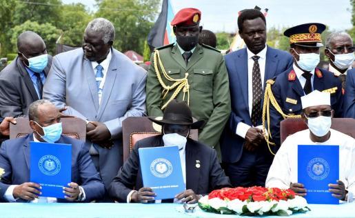 El Gobierno sudanés y los principales grupos armados del país, integrados en el Frente Revolucionario de Sudán, firmaron este sábado un acuerdo de paz en Yuba, donde el pasado 31 de agosto sellaron un acuerdo preliminar alcanzado con la mediación sursudanesa.