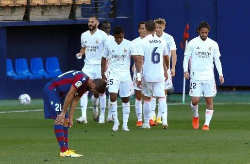 Fruto del dominio madridista fue el 0-1, que llegó tras un córner lanzado por Modric que Vinicius.
