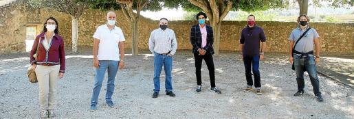 Los finalistas de la categoría Connect'Up Grow 2020, junto al formador Marvin Singhateh, tercero por la derecha.
