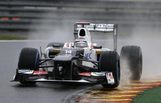 El japonés Kamui Kobayashi tomando una curva durante el primer entrenamiento libre para el Gran Premio de Bélgica de Fórmula 1.