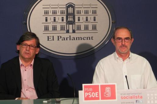 Vicenç Thomàs (izquierda) y Antoni Diéguez han ofrecido esta mañana una rueda de prensa.