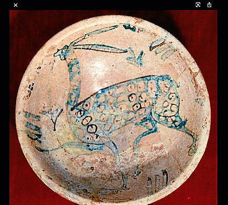 Hay un sinfín de piezas más que han salido de las Islas. Como muestra está el 'plat de sa llebre', de origen musulmán, del siglo X, que fue robado en 1991 del Museu de Mallorca. Su paradero es desconocido.