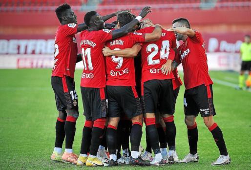 Los jugadores del Real Mallorca celebran un gol en Son Moix esta temporada. El equipo busca ahora más crédito ante el Lugo.